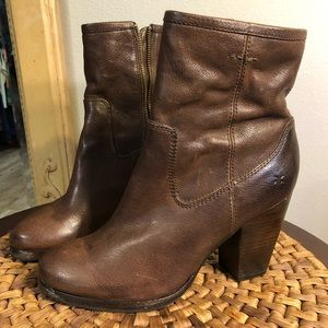 FRYE Side Zip Ankle Boots. Deep Brown Leather.